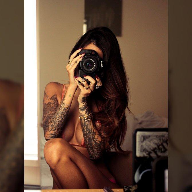 Tirando Foto Tatuada