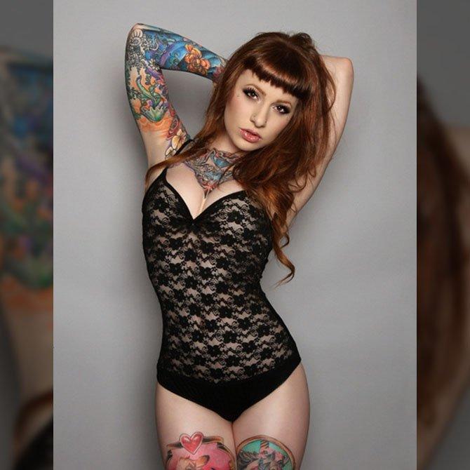 Ruiva Tatuada