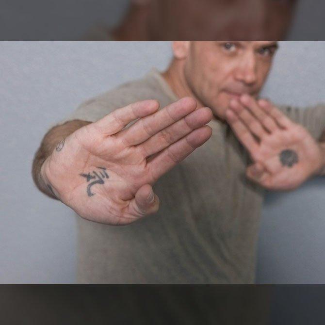Tattoo Símbolo na Mão